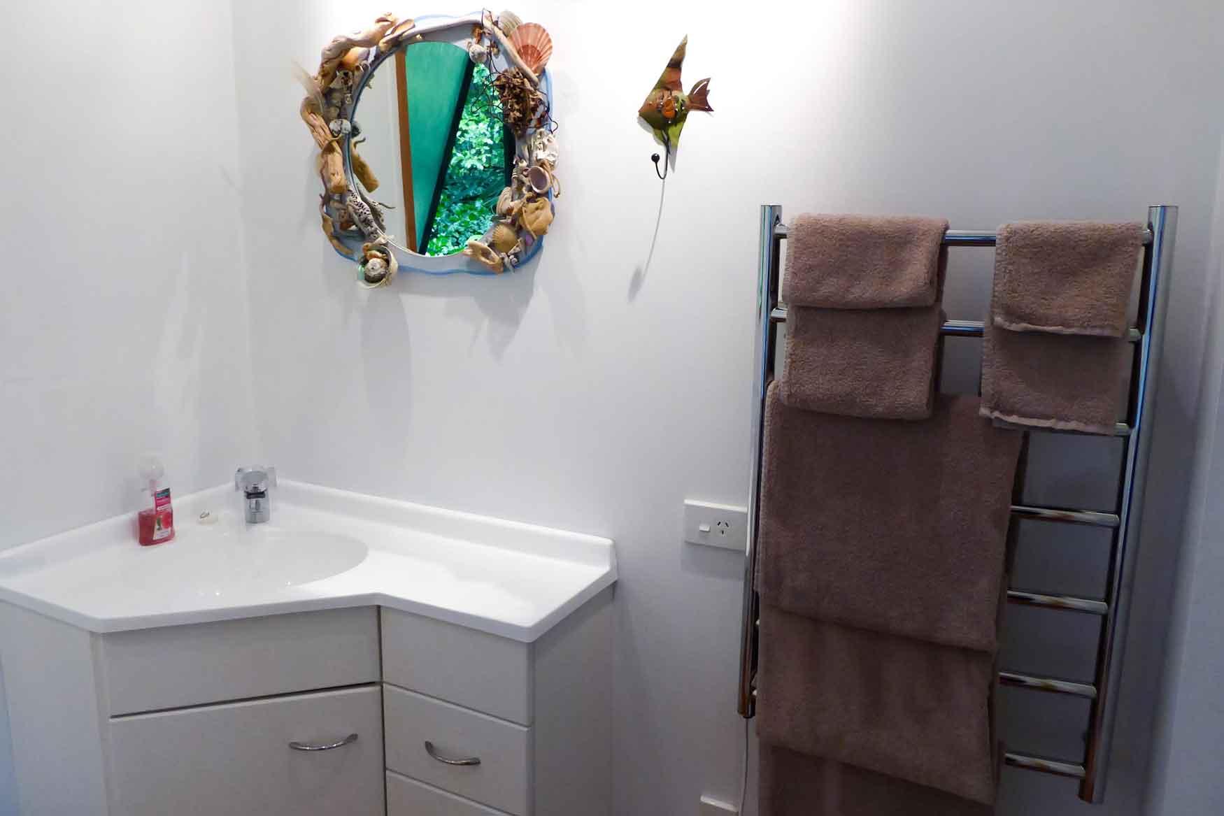 Bathroom of Bellbird cottage accommodation in Dunedin
