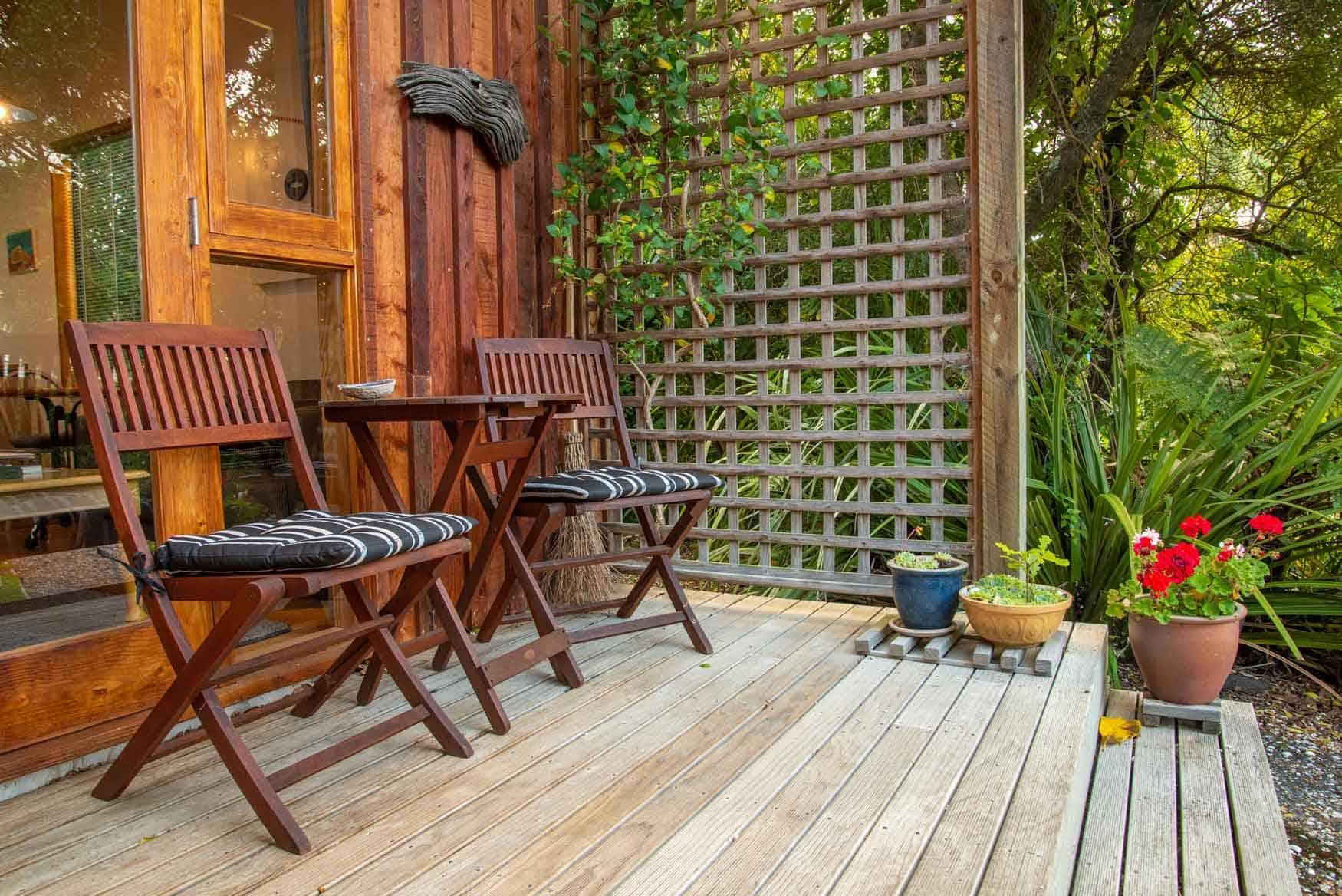 Veranda of Bellbird cottage accommodation in Dunedin