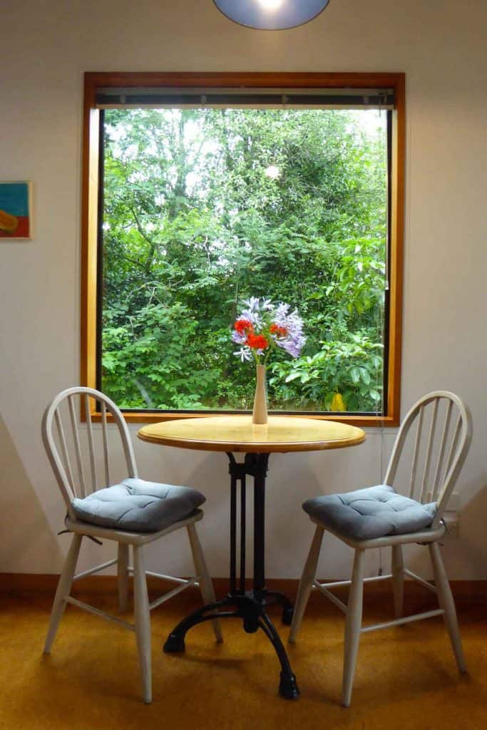 Dining area of Bellbird cottage accommodation in Dunedin