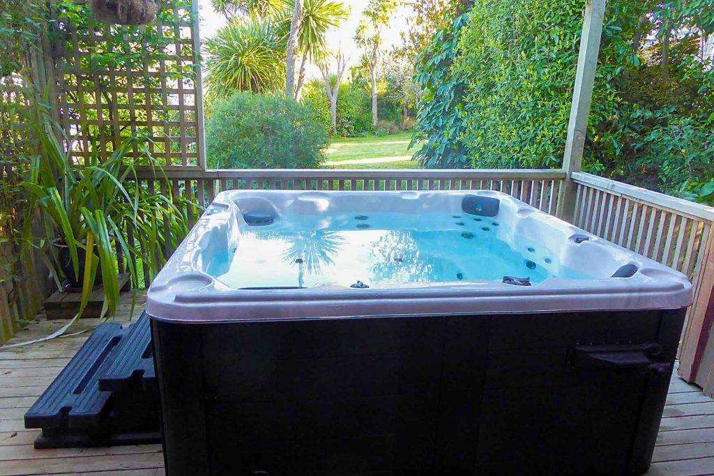 Hot tub or spa pool on Bellbird cottage, Fantail Lodge accommodation Dunedin